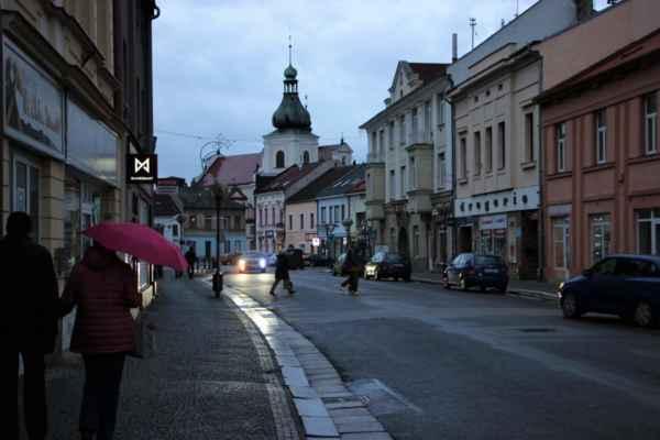 Přicházíme do centrální části města Chocně, jak je i patrné ten den byla oblačnost s občasnými přeprškami.