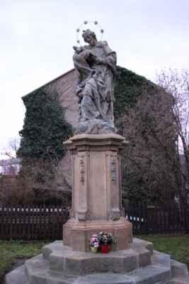 Svatý Jan Nepomucký za kostelem sv. Františka