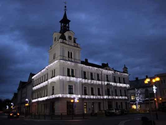 Následuje série podvečerních snímků z centrální části města Chocně.