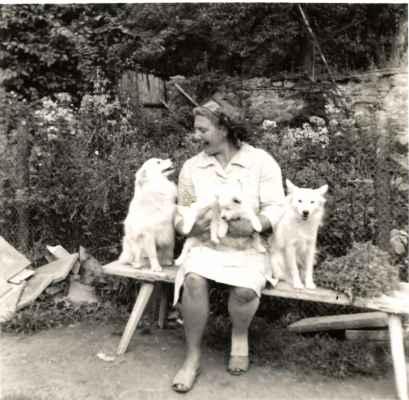 Paní Vosáhlová chovala i německé špice.