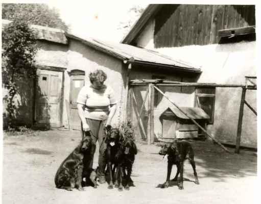 Paní Vosáhlová s několika setry.