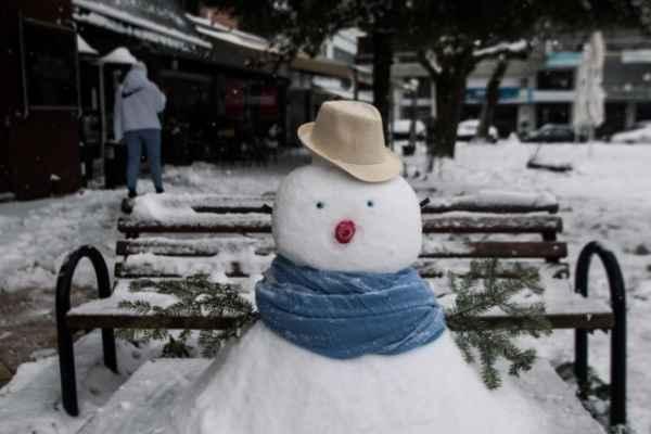 16.2.2021 v Athénách je sníh docela vzácný - objevil a poslal pan MZ