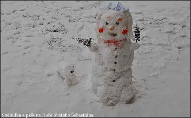 4.1.2021 Hora sv. Šebestiána - Sněhurka a jeden z trpaslíků převlečený za psíka