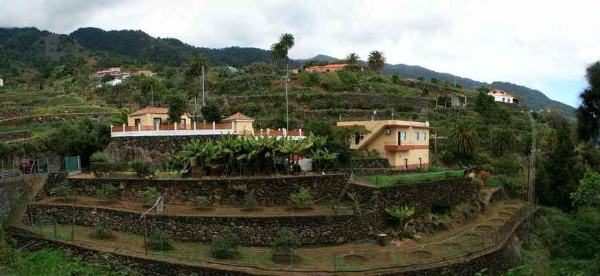 ...domky na okraji města...
