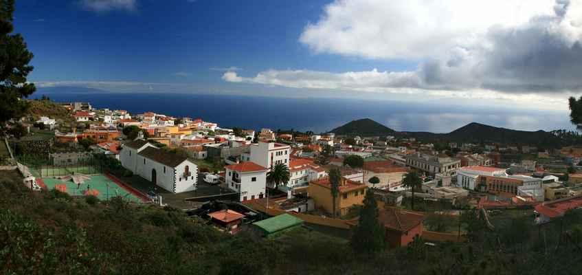 ...v městečku Los Canarios (700 m.n.m.) hřeben končí...