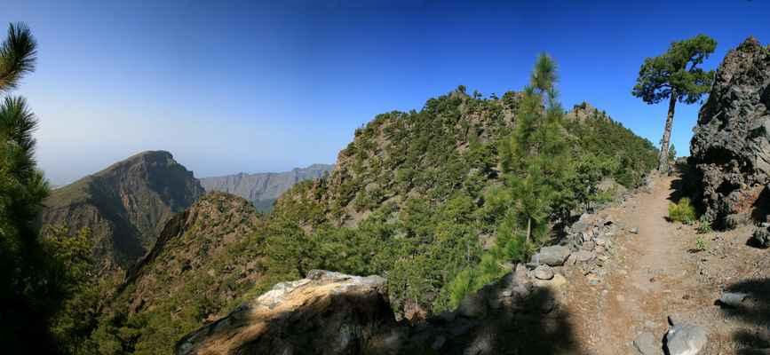 ...vlevo Pico Bejenado (1854 m.n.m)...