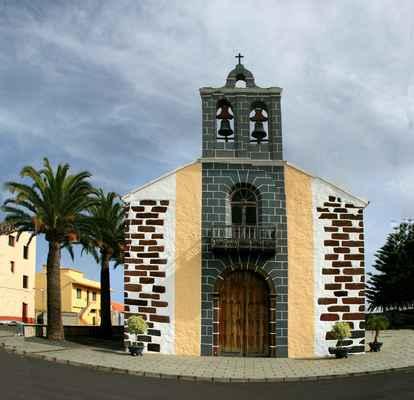 ...s pěkným kostelíkem...