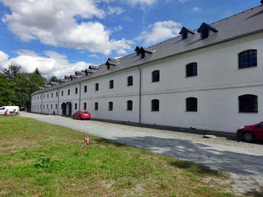 Korunní pevnůstka Olomouc  Jde o ucelenou část bývalé bastionové pevnosti Olomouc, jejíž stavba byla dokončena v roce 1756. V areálu se dochovala barokní prachárna, dělostřelecké sklady s torzo strážnice. Dnes je prostor upraven pro pořádání kulturních akcí. Výstava o historii olomoucké pevnosti je umístěna v prachárně. V objektu velkého dělostřeleckého skladu pak vznikla interaktivní vědecká expozice Pevnost poznání.