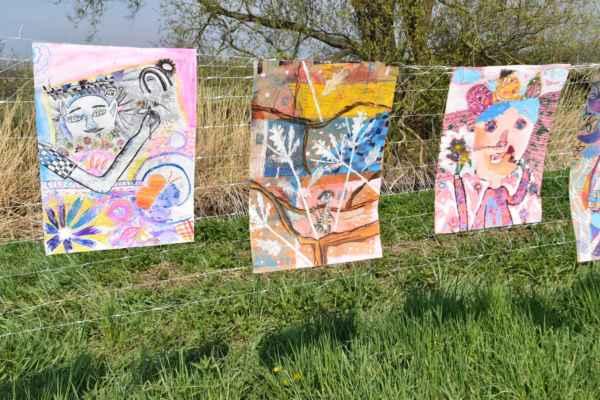Tu sú niektoré tie fakt umelecké dielka čo deti namaľovali či nakreslili.