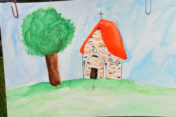Vybral som z ponuky zopár pohľadov ako vidia kapličku-kostolík žiaci.