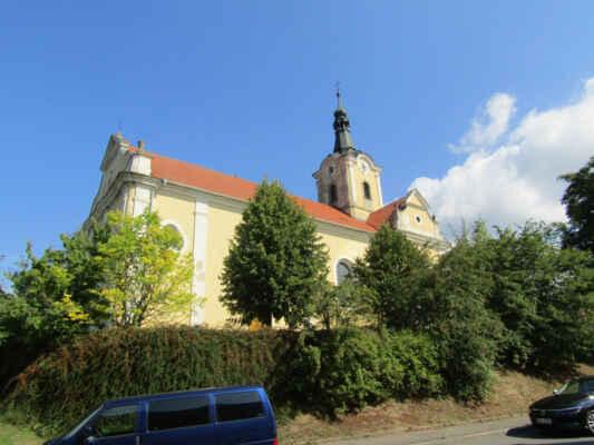 Chodová Planá -kostel sv.Jana Křtitele - Založen před rokem 1350, v první polovině 18. stol. vyhořel, obnoven v barokním stylu. Později již jen opravován bez výraznějšího vlivu na jeho vzhled. Jednolodní stavba s trojboce uzavřeným presbytářem, nad ním vystavěna věž.