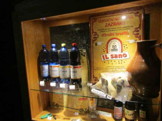"""IL sano - nealko minerální voda, hitem byla tamní """"cola"""" - byla používána už od roku 1193 mnichy z premonstránského kláštera v Teplé pro velký obsah železa. Ty ji dali název ILsano - živá."""